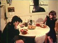 Брюнетка ласкает партнера после шикарного ужина
