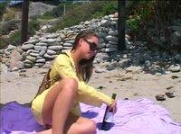 Подруги после пляжа удовлетворяют друг друга язычками