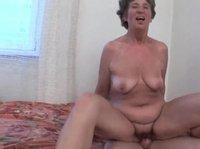 Дама приняла сперму в свой ротик