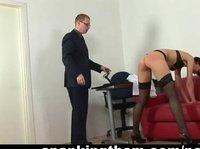 Мужик в костюме унижает русскую телку на досмотре