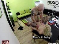 Блондинка в чулках попала вместо работы на большой член будущего шефа