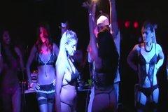 Развратные телки разделись в клубе ради дорогого приза