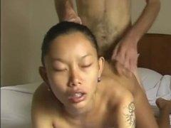 Худенькая азиатка согласилась перепихнуться в отеле с ебарем