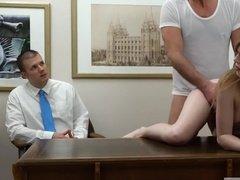 Наказание невнимательной секретарши интимным путем