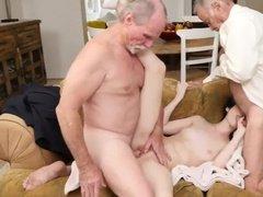 Развратные старики качественно жарят молоденькую давалку в манду по очереди