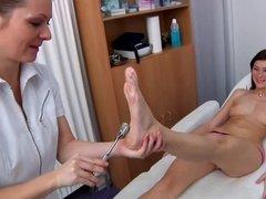 Медсестра показала как получать оргазм пациентке