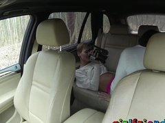 Лесбиянки сняли секс на заднем сидении авто